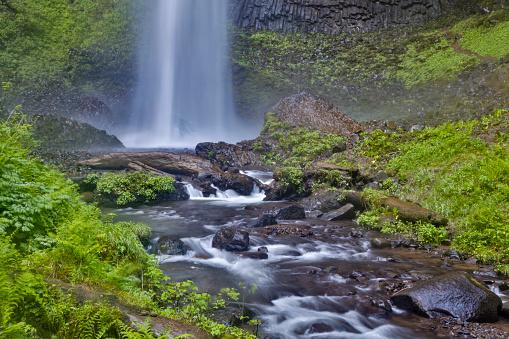 Basalt「Latourell Falls in Columbia River Gorge, Oregon, USA」:スマホ壁紙(3)