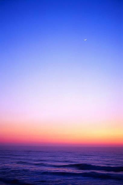 Small Crescent Moon at Sunset Over Ocean:スマホ壁紙(壁紙.com)