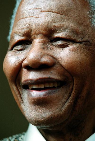 "Full Frame「Mandela gets ""Country Builder of the year"" award. 23 March 2001.」:写真・画像(3)[壁紙.com]"