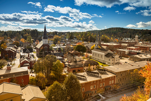 Government Building「Downtown Montpelier, Vermont Skyline in Autumn」:スマホ壁紙(3)