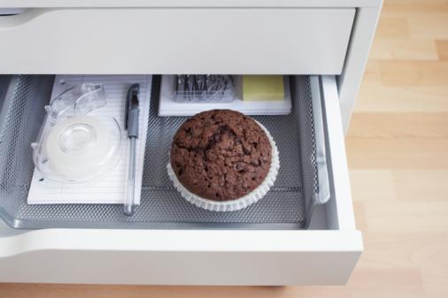 チョコレート「view into open desk drawer containing chocolate muffin」:スマホ壁紙(0)