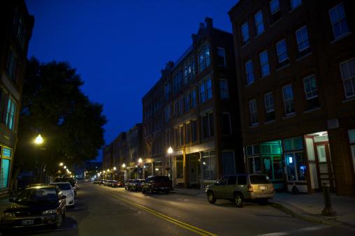 City Street「Main street in small town at dusk.」:スマホ壁紙(12)