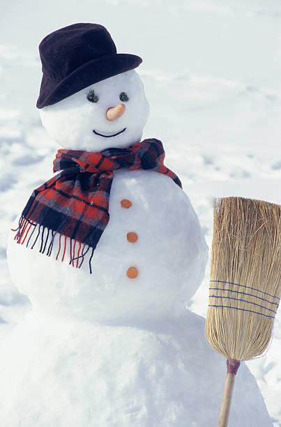 Snowman with broom:スマホ壁紙(壁紙.com)