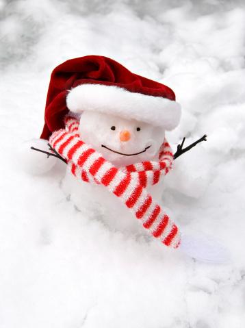 雪だるま「スノーマンとサンタの帽子」:スマホ壁紙(2)