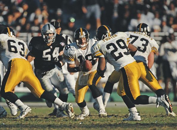 Running Back「Pittsburgh Steelers vs Los Angeles Raiders」:写真・画像(8)[壁紙.com]