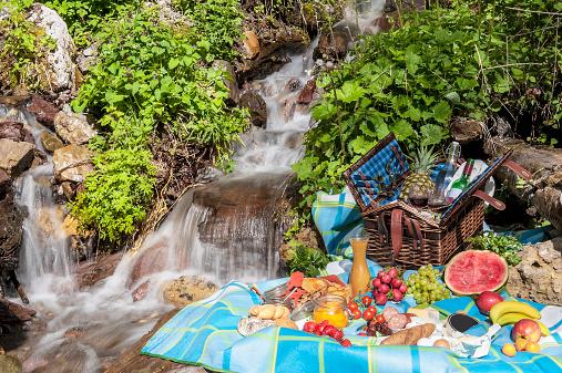 Picnic「Austria, Altenmarkt-Zauchensee, picnic at spring of water」:スマホ壁紙(14)