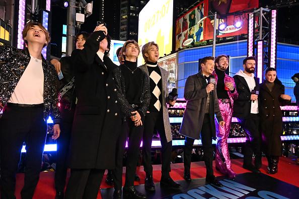 Kim Tae-Hyung「Dick Clark's New Year's Rockin' Eve With Ryan Seacrest 2020」:写真・画像(14)[壁紙.com]