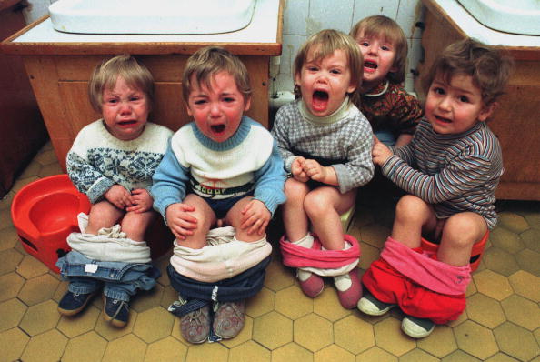 Toilet「Orphans cry during toilet trainig...」:写真・画像(6)[壁紙.com]