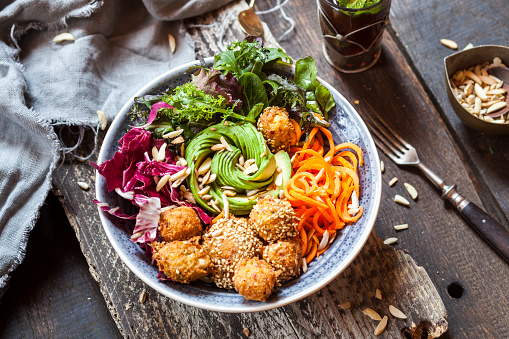 Falafel「Rainbow salad bowl with carrots, lettuce, avocado, millet falafel and Moroccan mint tea」:スマホ壁紙(8)