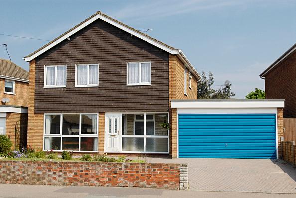 Outdoors「1970's detached house with double garage, Felixstowe, Suffolk, UK」:写真・画像(13)[壁紙.com]