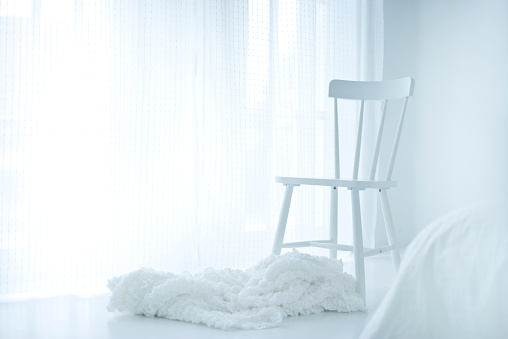 Bed - Furniture「Chair in a white bedroom」:スマホ壁紙(9)