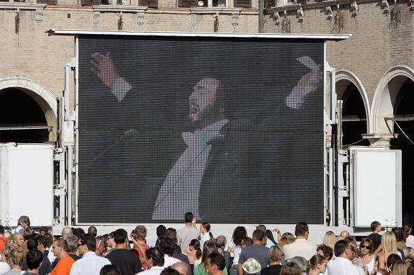 Franco Origlia「Funeral Takes Place For Opera Star Luciano Pavarotti」:写真・画像(3)[壁紙.com]