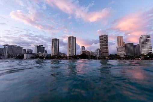 オアフ島「Surface level view of urban waterfront」:スマホ壁紙(8)