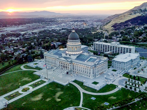 Utah「Aerial Shot of the Utah State Capitol Building and Downtown Salt Lake City Utah」:スマホ壁紙(8)