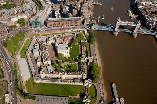 London Bridge - England「Aerial shot of Tower Bridge and Tower of London」:スマホ壁紙(18)