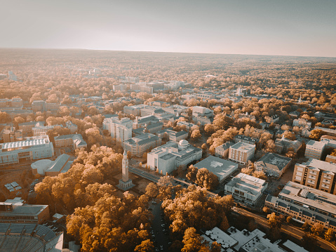 Helicopter「Aerial shot of UNC Campus」:スマホ壁紙(5)