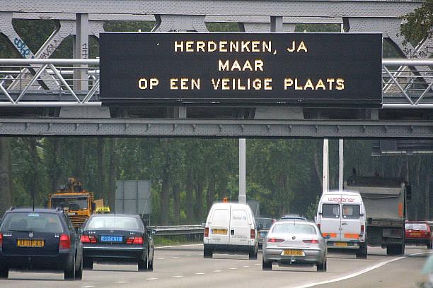 Dutch Mourn Victims of US Terror Attack:ニュース(壁紙.com)