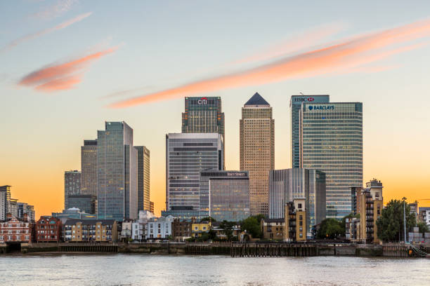 The Thames river and Canary Wharf:スマホ壁紙(壁紙.com)