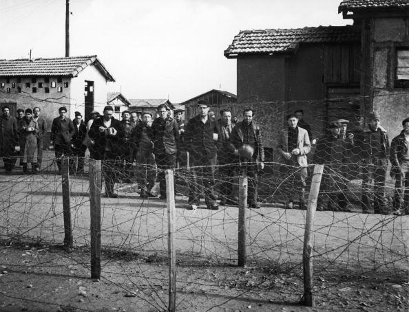 French Culture「Prisoners At Le Vernet Concentration Camp, France, c. 1943.」:写真・画像(7)[壁紙.com]