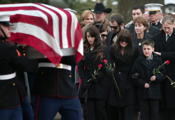 Win McNamee「Marine Veteran Killed In Texas Parade Accident Buried At Arlington National Cemetery」:写真・画像(12)[壁紙.com]