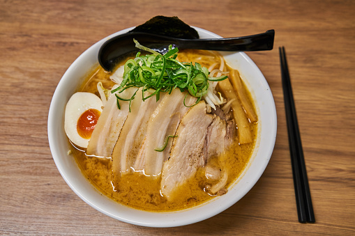 日本文化「Miso soup ramen」:スマホ壁紙(18)