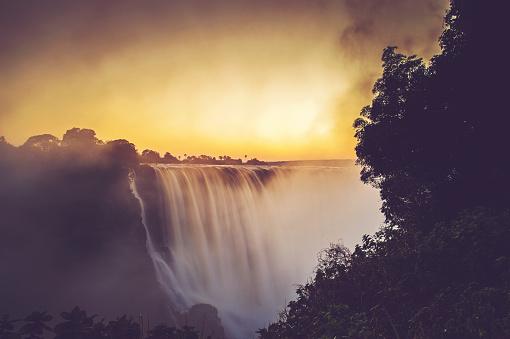Rainforest「Victoria Falls Sunrise Long Exposure」:スマホ壁紙(4)