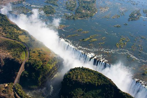 Kirsten Dunst「Victoria Falls」:スマホ壁紙(2)