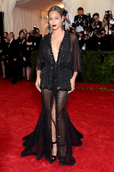 "Givenchy「""Charles James: Beyond Fashion"" Costume Institute Gala - Arrivals」:写真・画像(12)[壁紙.com]"