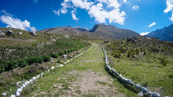 Mountain Road「Trail To Lake Churup Near Huaraz In Peru」:スマホ壁紙(16)