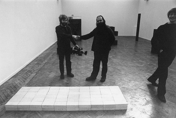 Construction Material「Carl Andre And The Bricks」:写真・画像(15)[壁紙.com]