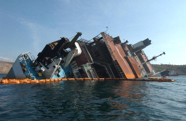Ferry「Search Continues For Bodies Aboard Half-Submerged Ferry Philippines」:写真・画像(0)[壁紙.com]