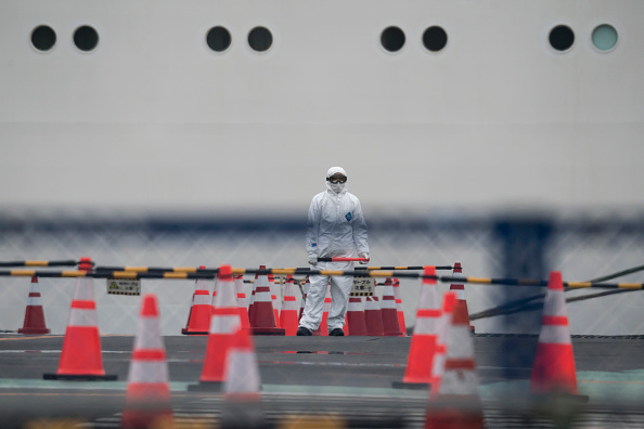 Tomohiro Ohsumi「Passengers Disembark Diamond Princess Cruise Ship After Quarantine Ends」:写真・画像(16)[壁紙.com]