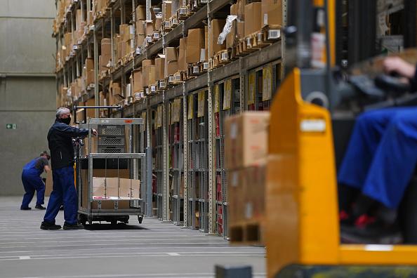 Industry「Transport Minister Scheuer Visits Logistics Center During Coronavirus Crisis」:写真・画像(9)[壁紙.com]