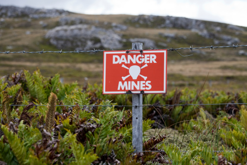 Falkland Islands「Minefield Sign, Falkland Islands」:スマホ壁紙(3)