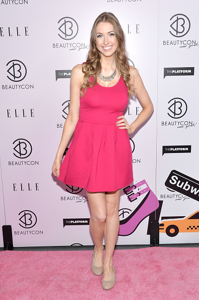 Sponsor「3rd Annual BeautyCon Summit Presented By ELLE Magazine At Pier 36 In New York City」:写真・画像(5)[壁紙.com]
