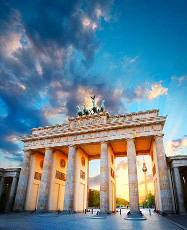 Town Square「The Brandenburg Gate and TV tower in Berlin」:スマホ壁紙(18)