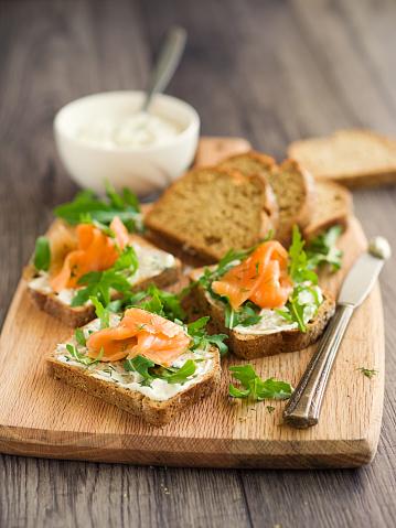 Arugula「smoke salmon with herb sour cream open sandwich」:スマホ壁紙(14)