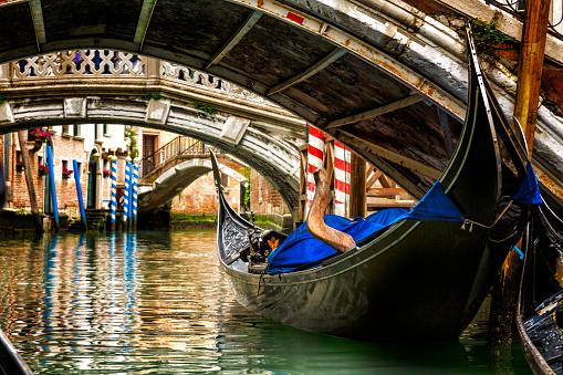 Canal「Gondola in a Venice canal」:スマホ壁紙(7)
