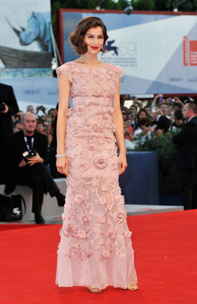 "Sleeved Dress「Award Ceremony And ""L'Homme Qui Rit"" Arrivals - The 69th Venice Film Festival」:写真・画像(16)[壁紙.com]"