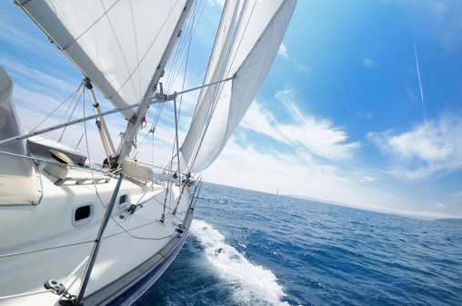 Eco Tourism「Yacht under sail on the sunny day」:スマホ壁紙(19)