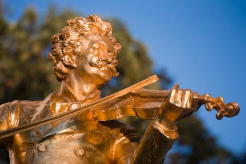 Violin「Austria, Vienna, Johan Strauss Monument in Stadtpar」:スマホ壁紙(15)