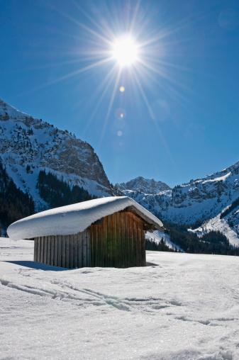Austria「Austria, View of Tannheim Alps, wood hut in foreground」:スマホ壁紙(0)