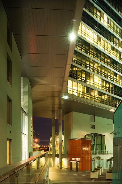 Concrete「Austria, Vienna, Entwicklungsgebiet Donaucity, STRABAG-Zentrale, Ernst Hoffmann 2003 - Vienna, Development Area Donaucity, STRABAG Head Office, Ernst Hoffmann 2003」:写真・画像(16)[壁紙.com]