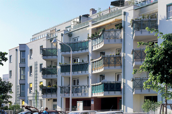 Apartment「Austria, Vienna, modern municipal building」:写真・画像(1)[壁紙.com]