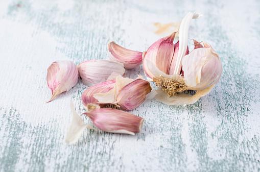 Garlic Clove「French smoked garlic cloves on wood」:スマホ壁紙(4)