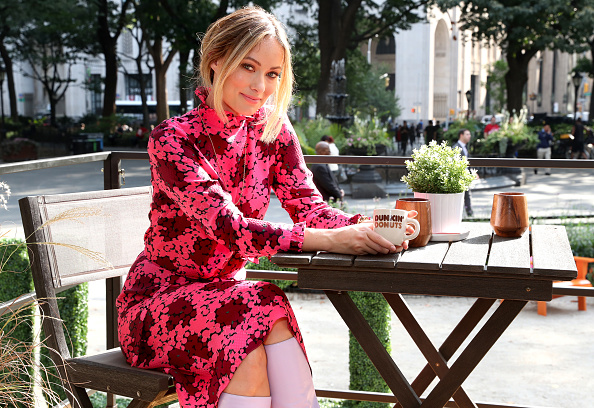 Pink Dress「Dunkin' Donuts Coffee At Home Opens The First-Ever Tiny Home Run On Coffee With Olivia Wilde In NYC」:写真・画像(5)[壁紙.com]