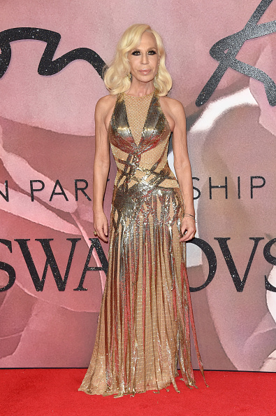 Attending「The Fashion Awards 2016 - Red Carpet Arrivals」:写真・画像(12)[壁紙.com]