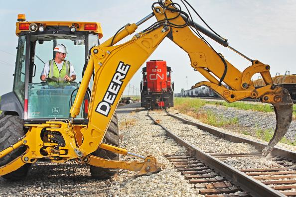 Mid Adult「Railway maintenance, Illinois, USA」:写真・画像(3)[壁紙.com]