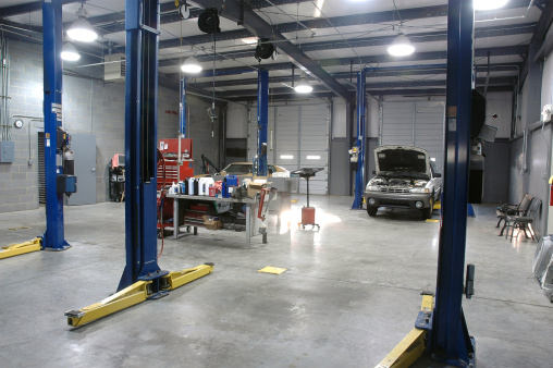 Workshop「Empty Auto Repair Shop For Car Maintenance」:スマホ壁紙(10)