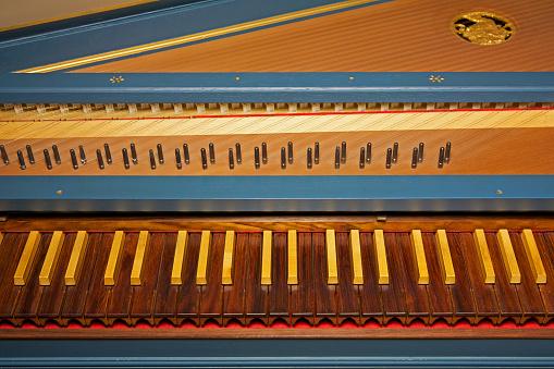 Tuning Peg「Blue spinet (harpsichord) with brown wooden keyboard」:スマホ壁紙(9)